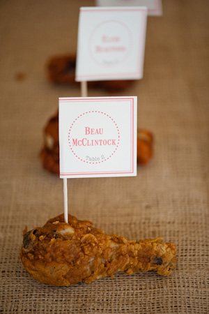 Southern-weddings-Southern-wedding-ideas-fried-chicken-escort-card-Southern-escort-card-edible-escort-card-creative-escort-card