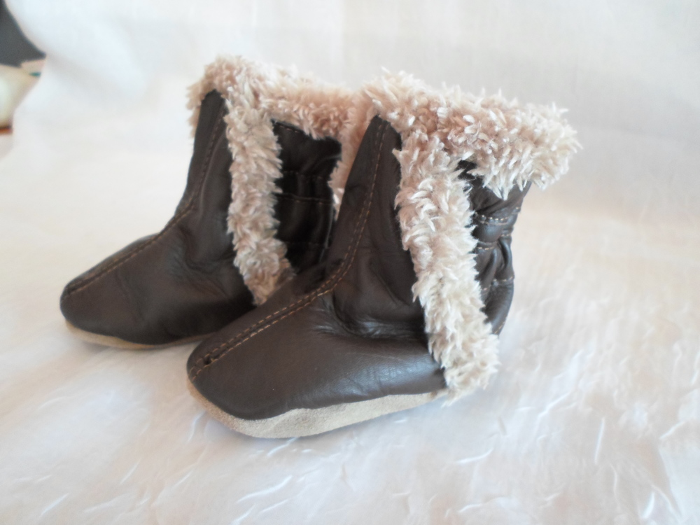 Robeez Classic Bootie in Chocolate size  0-6m    $35.95    Wants 1 PURCHASED