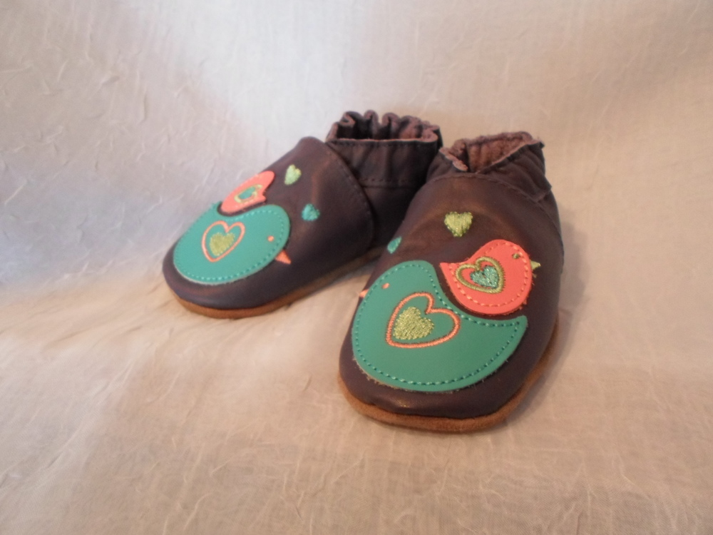 Robeez Soft Sole Shoes in Nesting Nellie size 6-12m    $25.00    Wants 1 PURCHASED