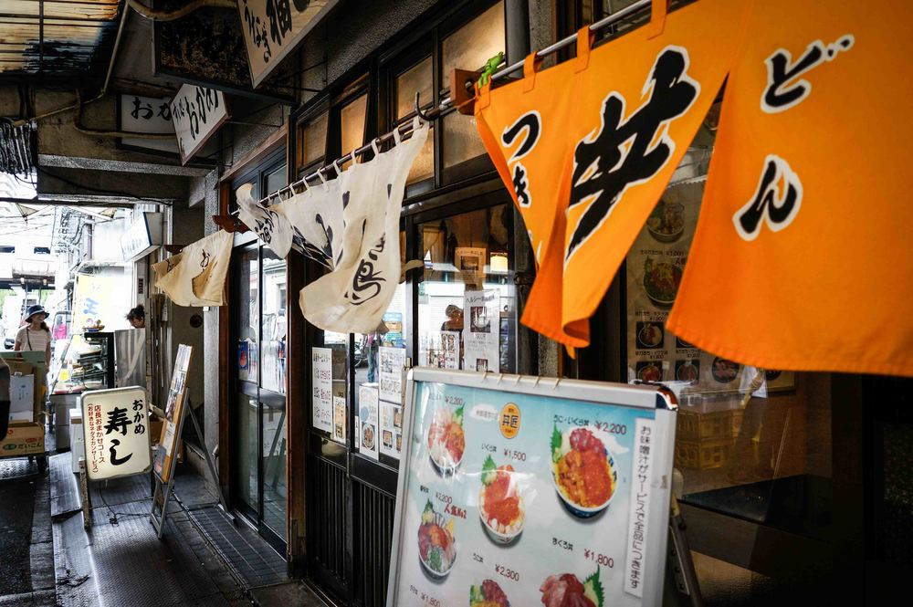 Restaurants located at the outer Tsukiji market