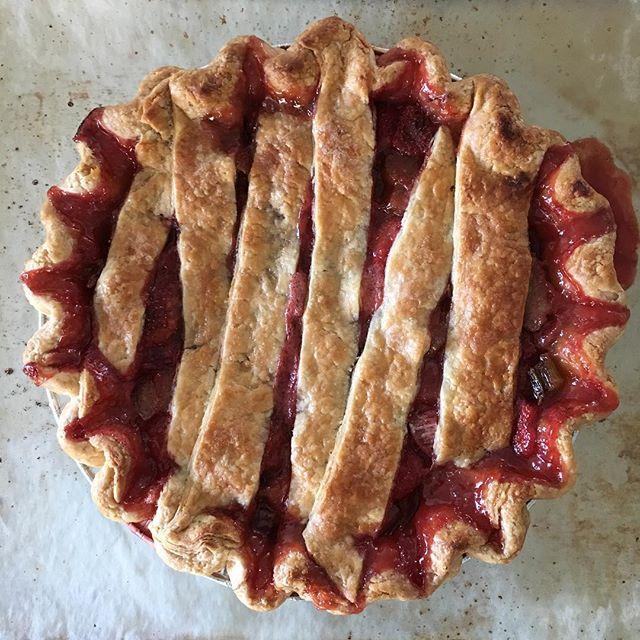 Strawberry rhubarb #pie #piesofinstagram #foodphotography