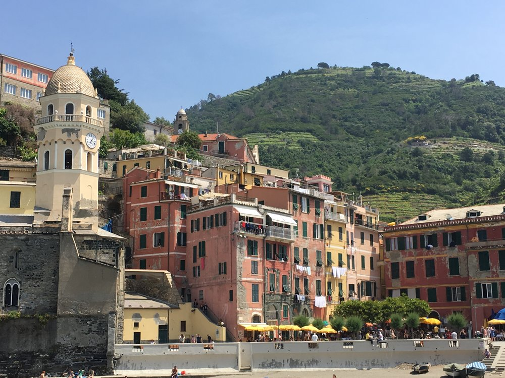 One of the things that Janice thought was so charming was seeing peoples wash drying out on clotheslines outside their windows.  The view below is in Vernazza, not far from the harbor.