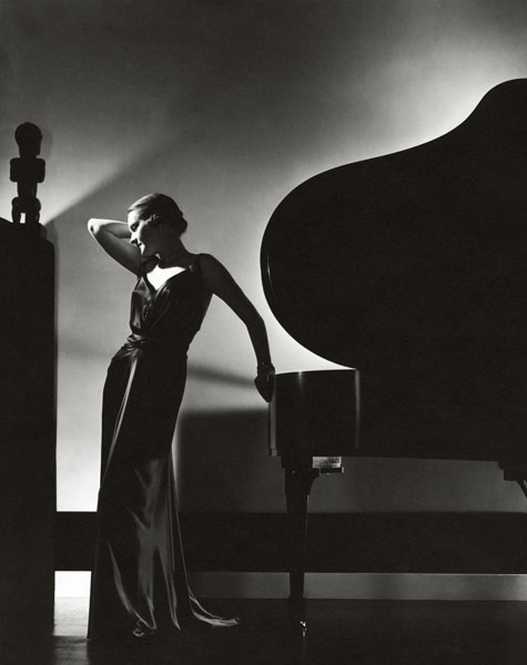 (via Exposures » Blog Archive » Edward Steichen's Fashion Photography)