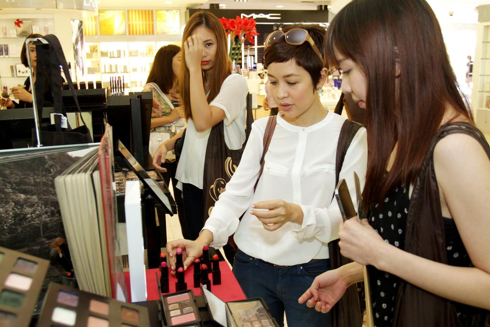 Shari, Julia, and Tellie swatching cosmetics in Rustan's