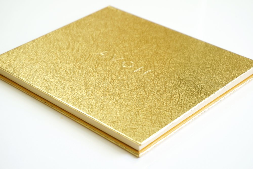 I love the expensive-looking burnished gold surface of the palette!