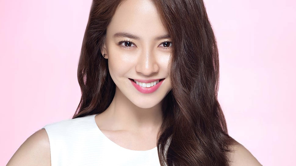 Korean actress Song Jihyo (Image via Banila Co.)