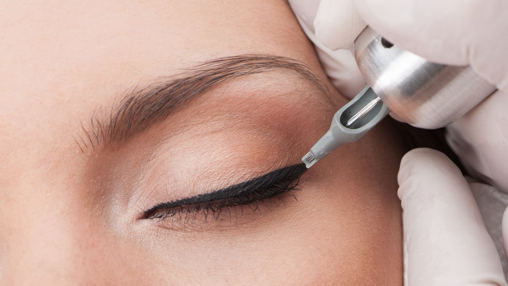 Unless you can pull of a cat eye 24/7, best to keep your liner au naturel!  (Image via lashroom.com.au)