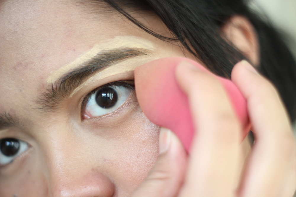 using concealer to outline