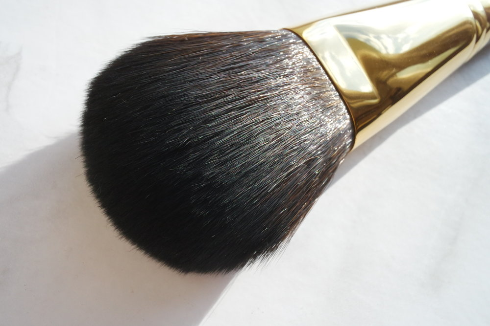 Opulence All Over Face Brush (P2,500)