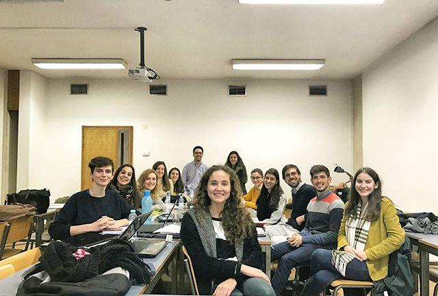A Direção da Associação Portuguesa de Estudantes de Farmácia encontra-se neste momento na sua primeira reunião para delinear o plano de atividades para o próximo ano.