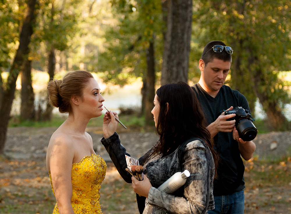 Bethany getting some finishing touches by Nicole. Tech nerd in the back.... lens cap on.