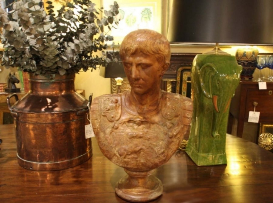 Hiden Galleries: young Caesar