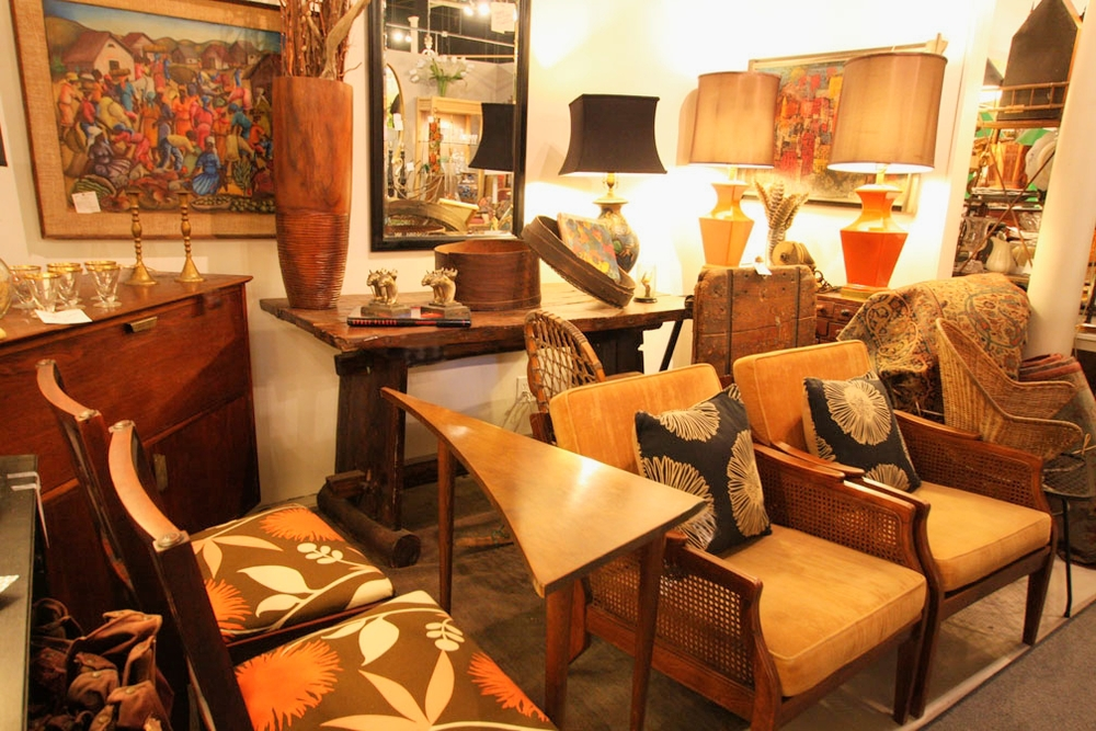 Hiden Galleries: mid-century triangular table with '40s side chairs