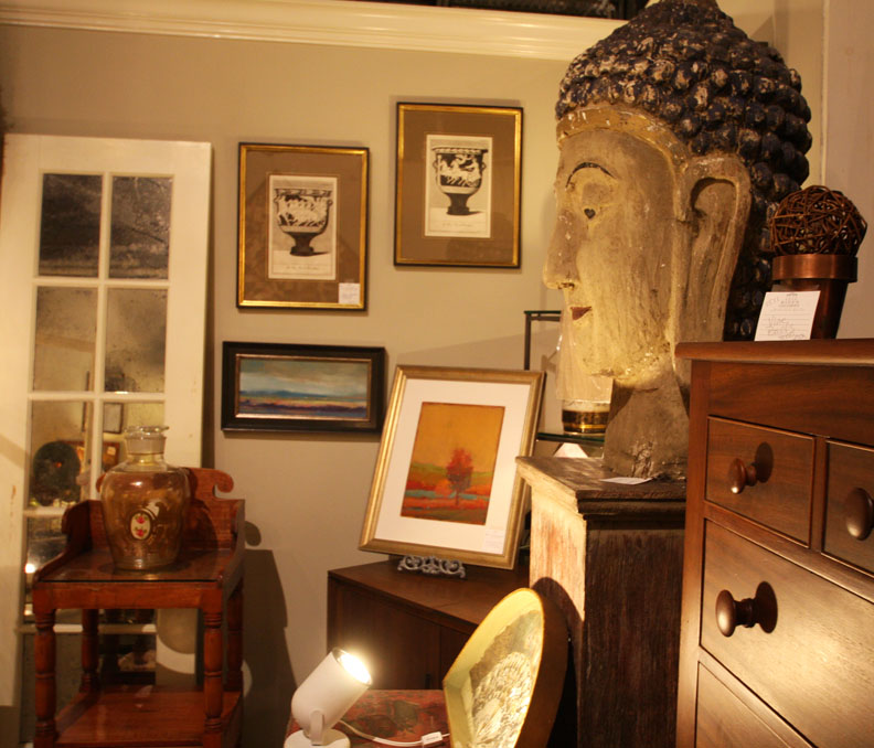 Hiden Galleries: large wooden head of the Buddha
