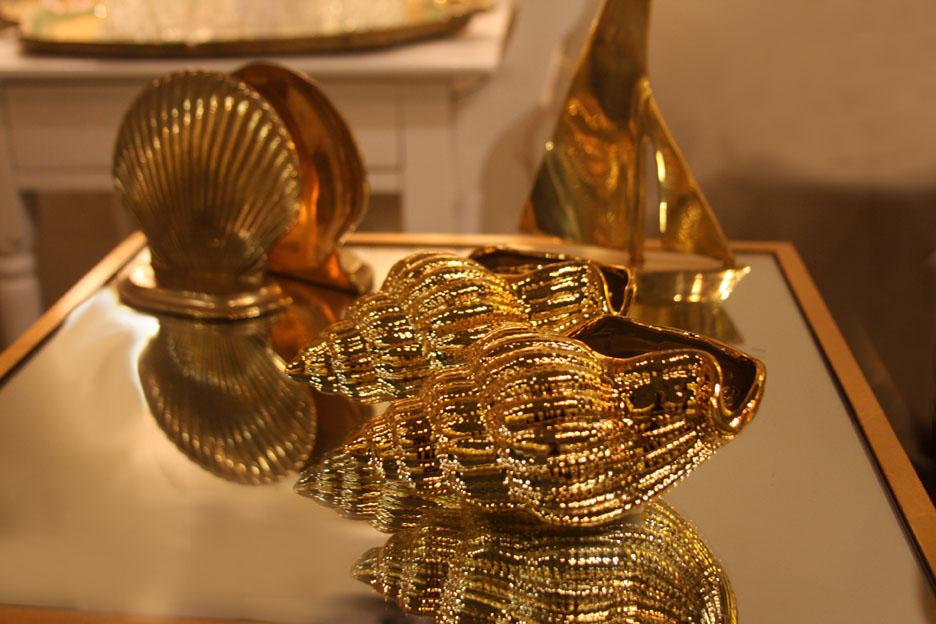 Hiden Galleries: gilt shells on a gilt table