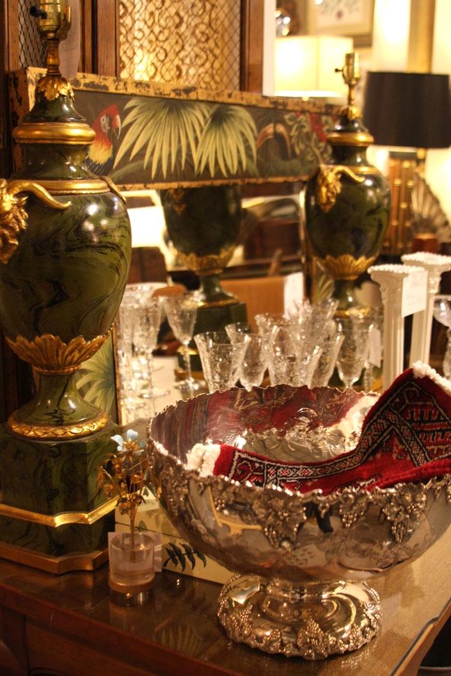Hiden Galleries: pair of faux malachite urns