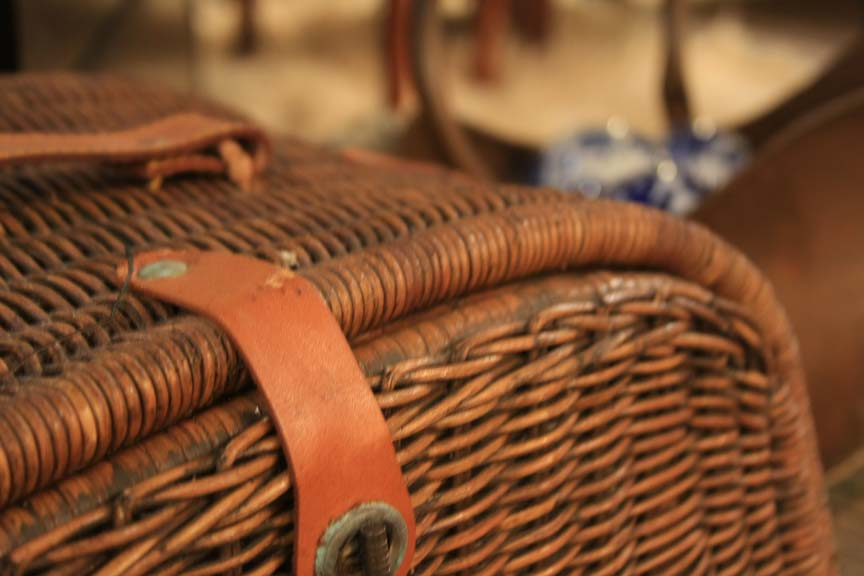 Hiden Galleries: 1900s picnic basket with plates & utensils