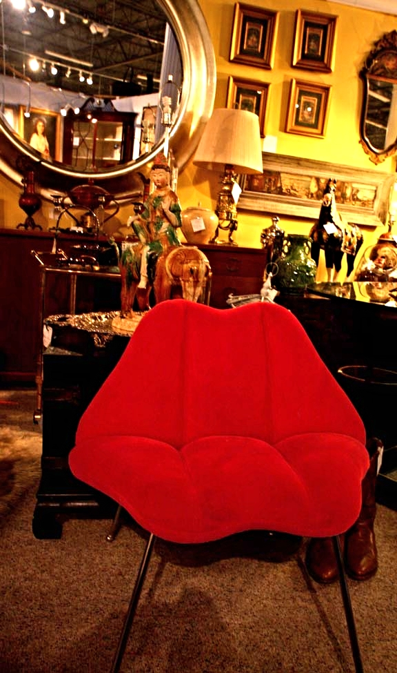 Hiden Galleries: two lips chair