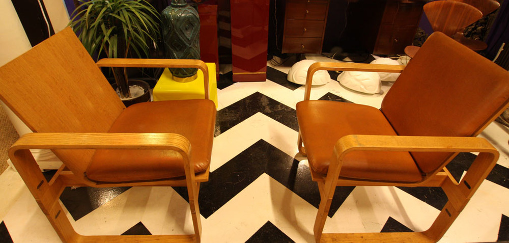 Pair of Thonet chairs in leather