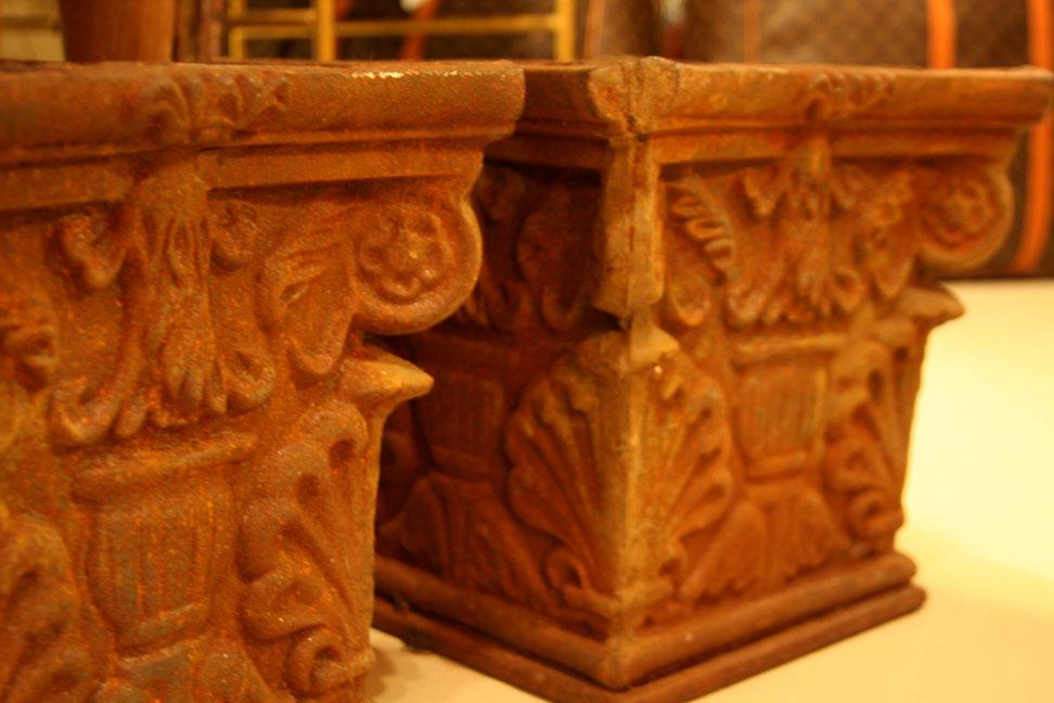 Hiden Galleries: pair of cast iron urns