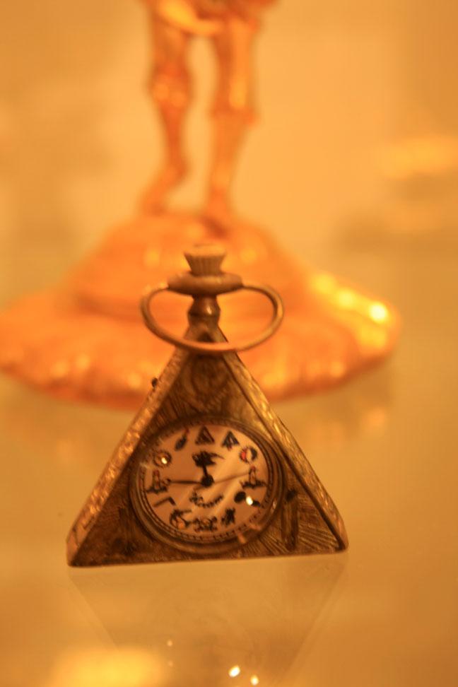 Hiden Galleries: small triangular watch