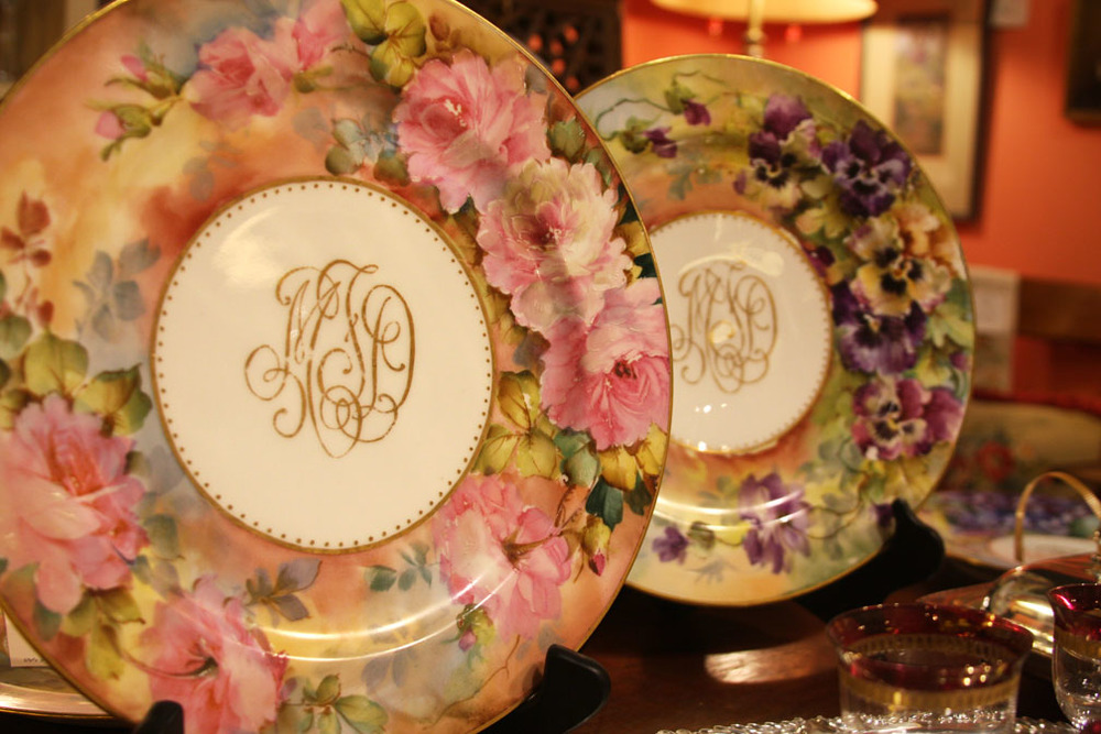 Hiden Galleries: set of 8 Haviland monogrammed plates