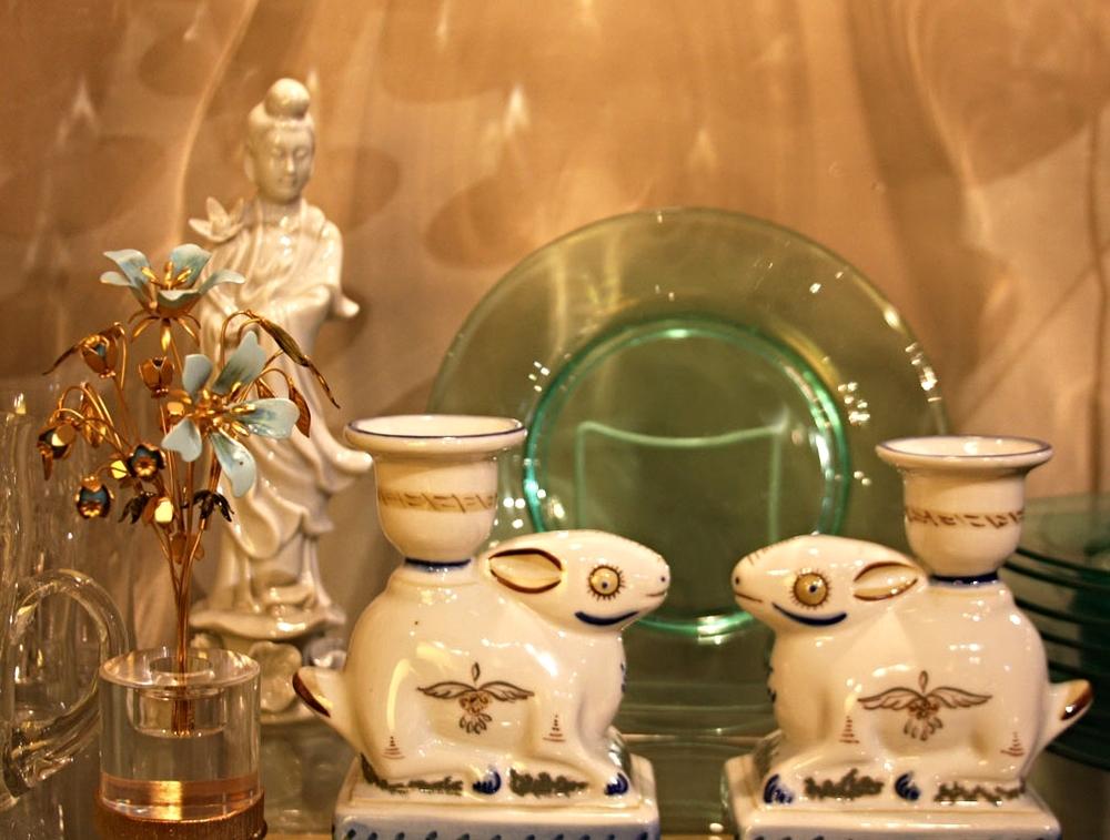 Hiden Galleries: blanc de chine Kuan Yin, Portuguese rabbit c/s
