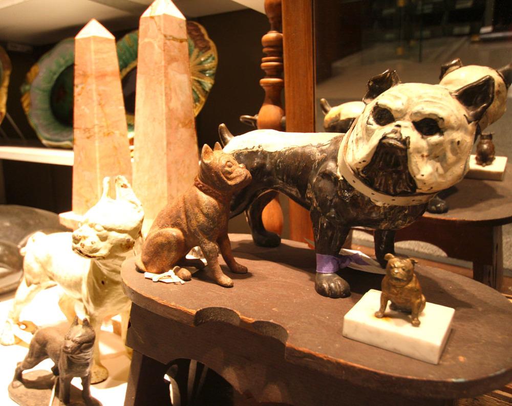 Hiden Galleries: Hubley dog doorstop, dog bank and cast dog
