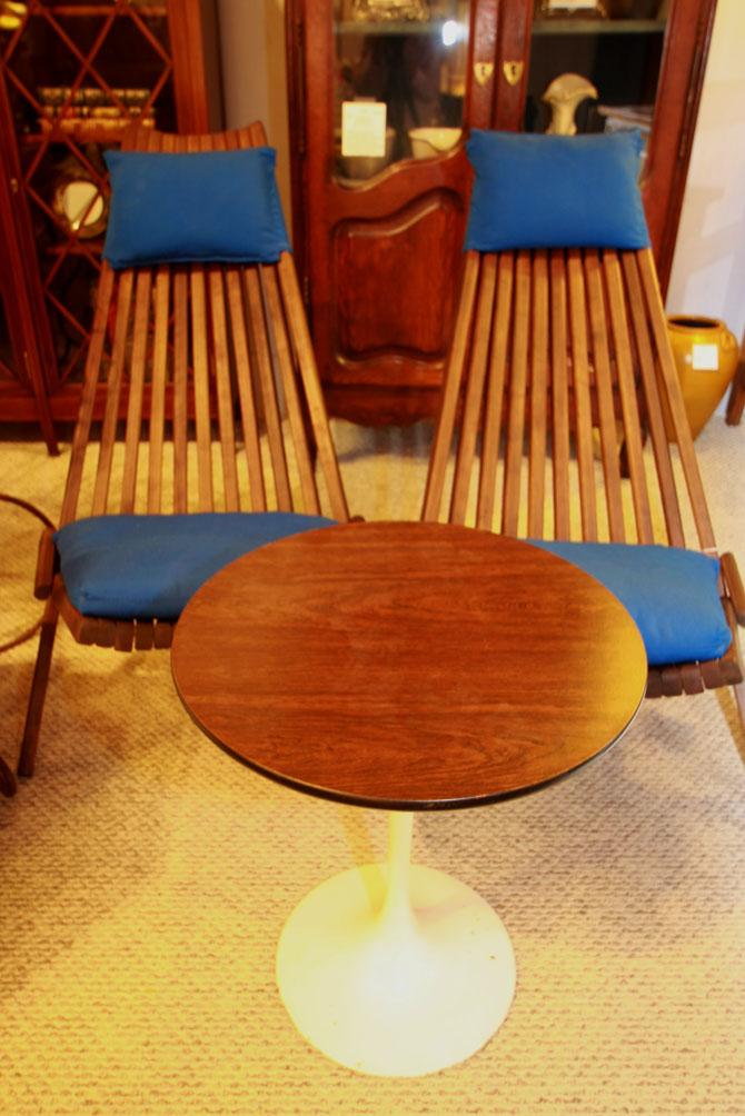 Mid-century Danish teak slat chairs with Saarinen-style side table