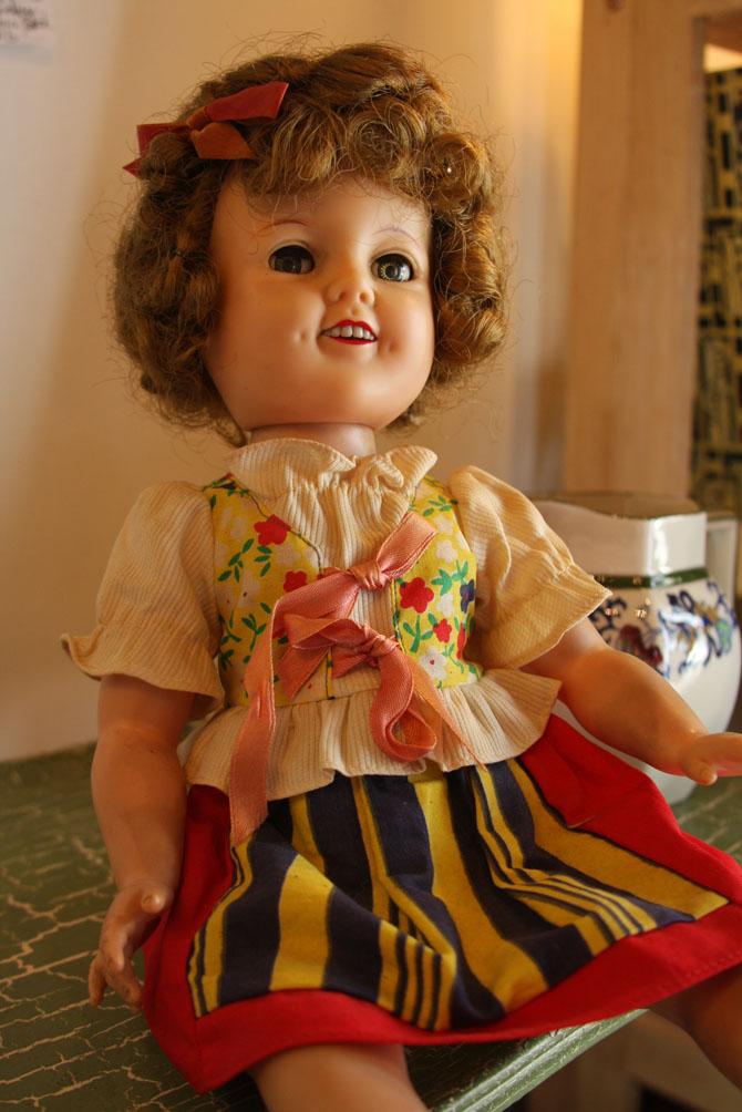 Hiden Galleries: Shirley Temple doll in original dress