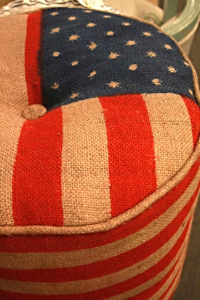Hiden Galleries: US flag pouf