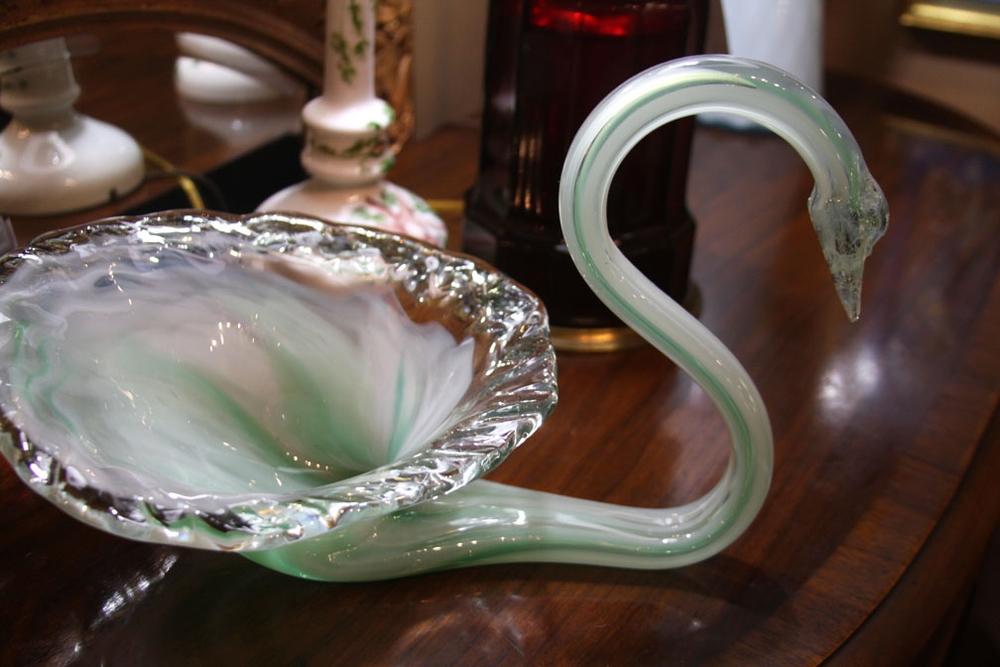 Hiden Galleries: Murano swan bowl