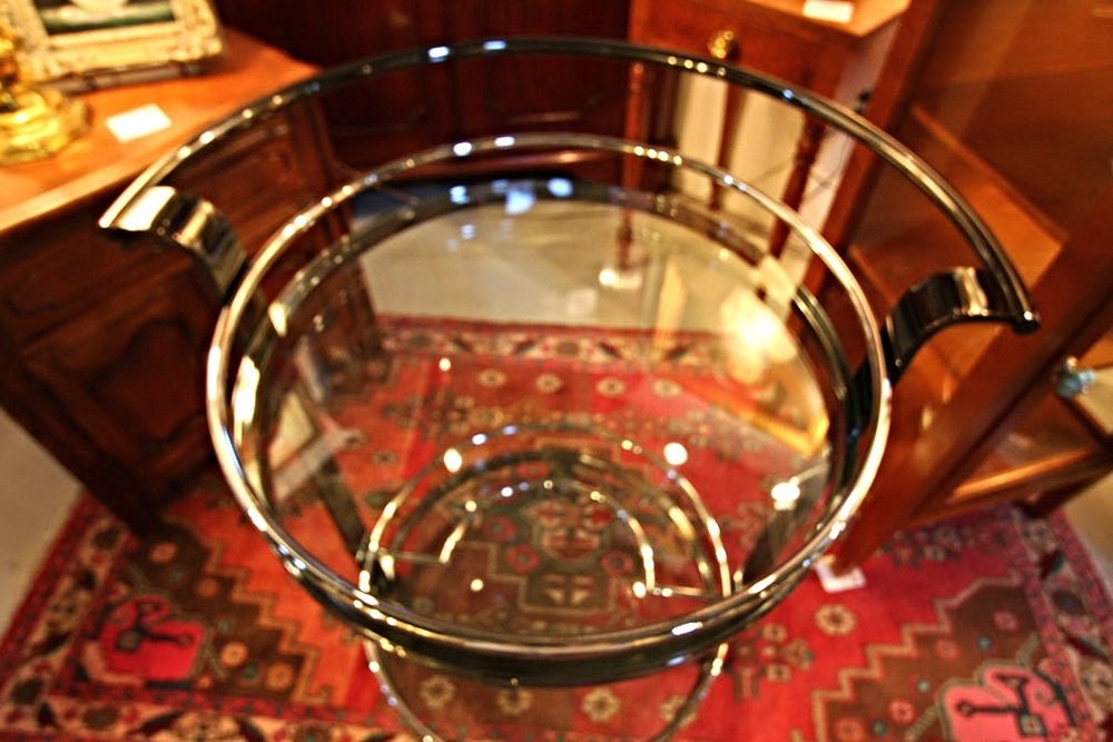 Hiden Galleries: chrome, steel & glass cocktail server