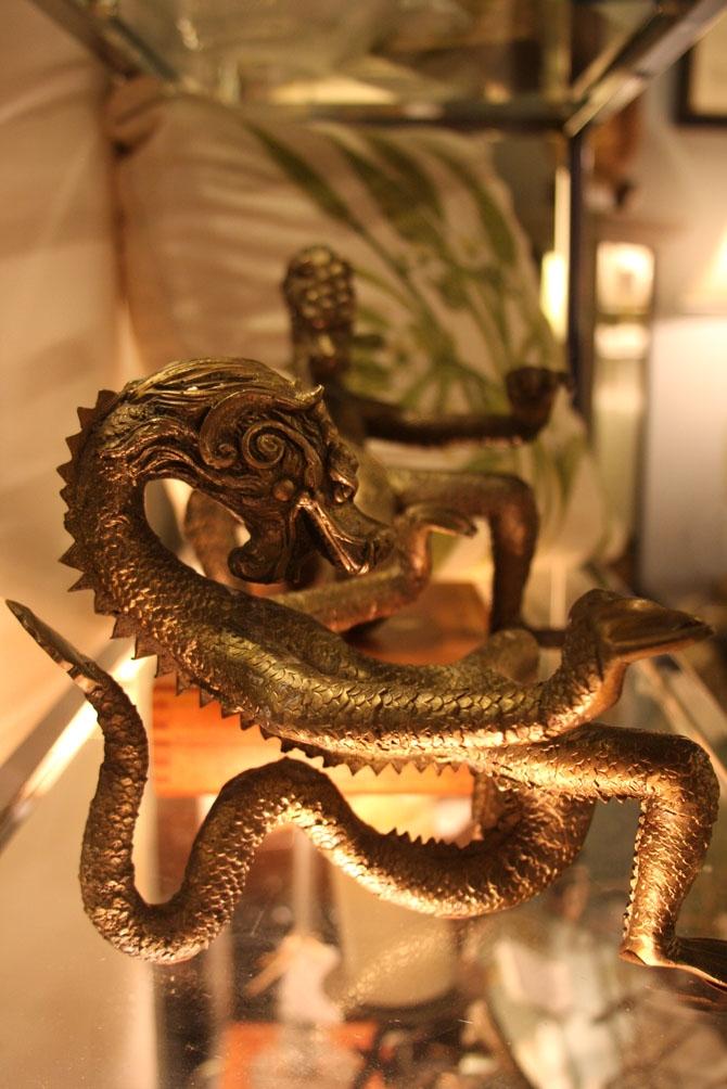 Hiden Galleries: bronze dragons