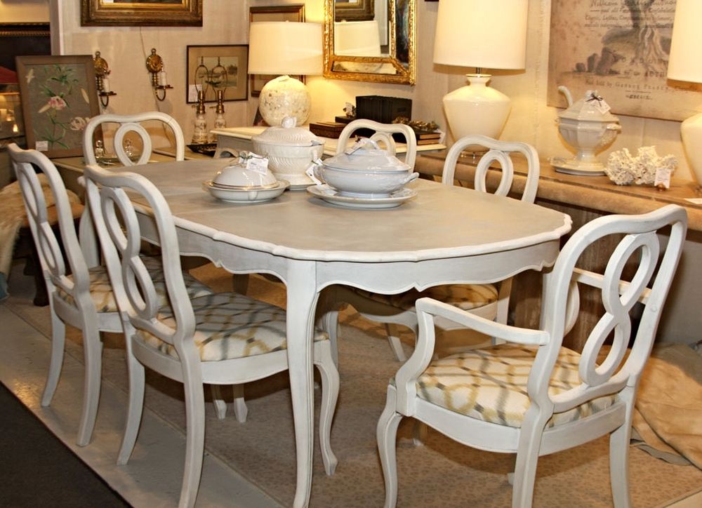 Hiden Galleries: vintage French-style dining table with six chairs, two leaves and pads