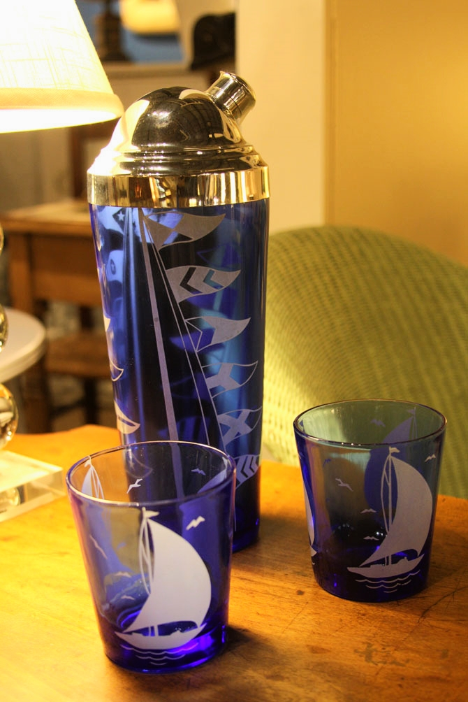 Hiden Galleries: vintage cocktail shaker and 2 glasses with sailing motif
