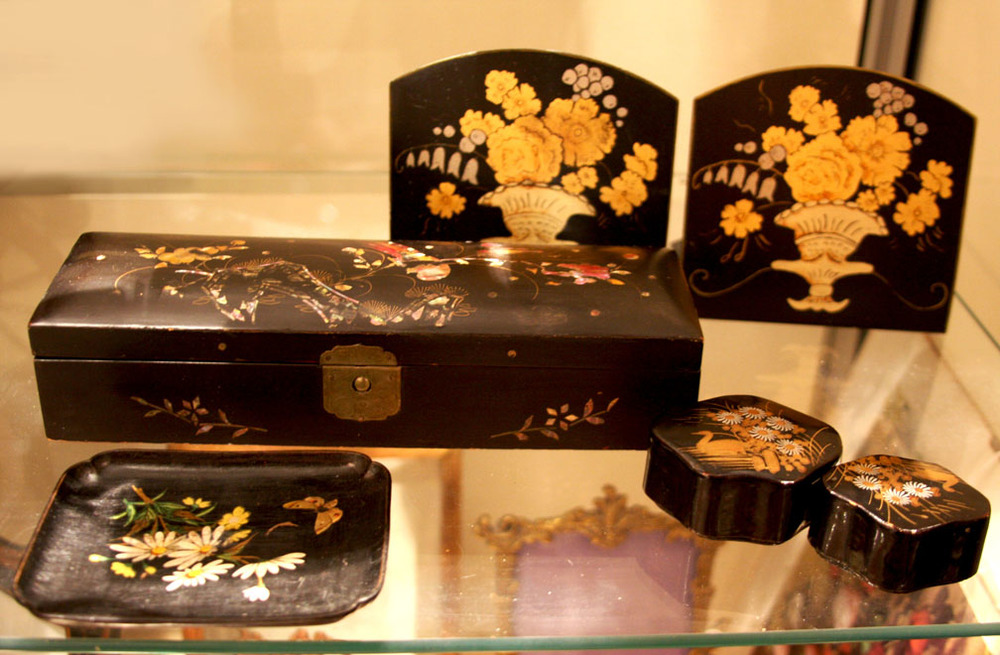 Hiden Galleries: mother of pearl and papier-mache box, black and gold bookends