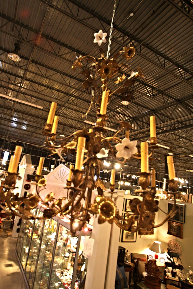 Hiden Galleries: early 20th-century bronze and porcelain, 18-light chandelier