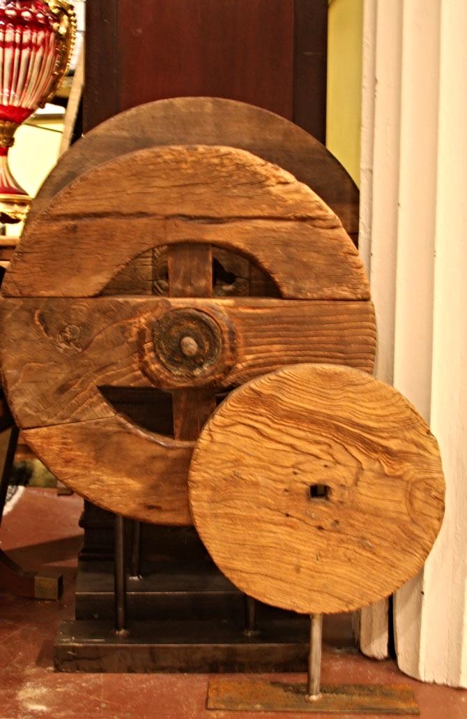 Hiden Galleries: 3 wooden wheels on metal stands