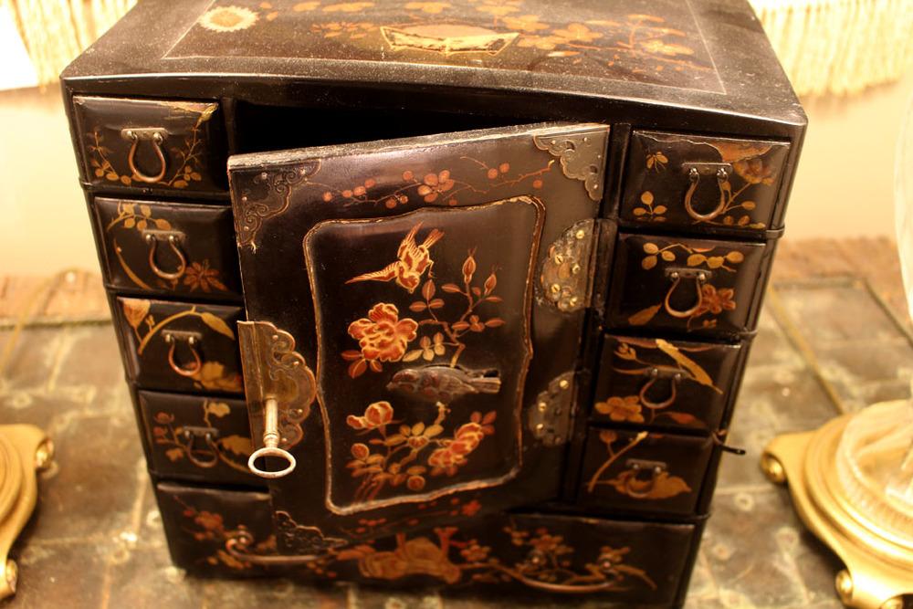 Vintage papier-mache jewelry box
