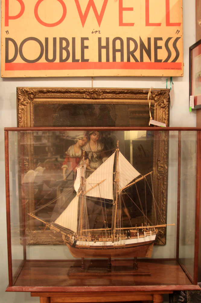 Hiden Galleries: model frigate and case