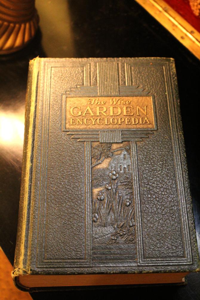 "Hiden Galleries: ""The Wise Garden Encyclopedia"""