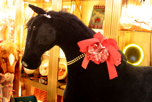 Hiden Galleries: wonderful child-size black pony