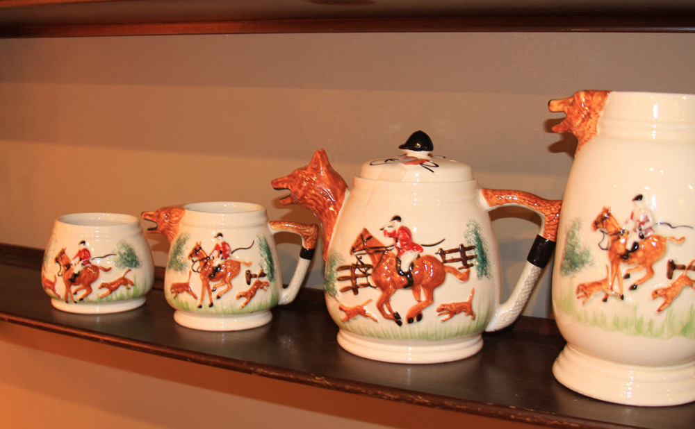 Hiden Galleries: 4-pc English tea set with hunt scene