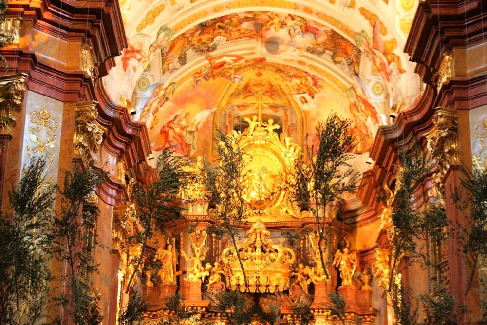 MELKlo cathedral altar_3498.jpg