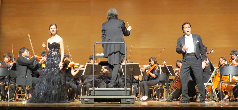 With Taitung University Orchestra (Prof. Shieh conducting, Prof. Yang, Tenor), 2014.