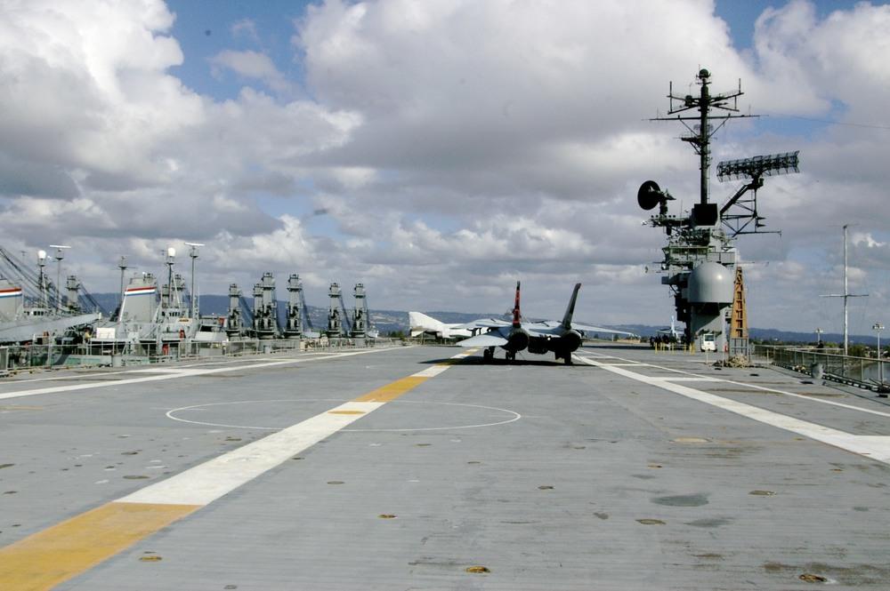 15 USS Hornet Alameda.jpg
