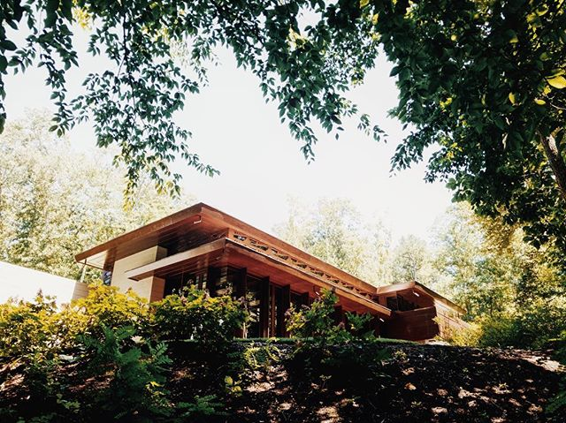 Finally got to see the Frank Lloyd Wright Bachman-Wilson house at Crystal Bridges. Smaller than expected, but the details and innovation for its time is incredible. Highly recommend taking a tour if you're there. #franklloydwright #bachmanwilsonhouse #crystalbridges #crystalbridgesmuseum #bentonville #architectureporn