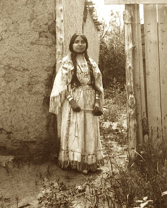 Woman in buckskin wedding dress 1914 Carl Moon.jpg