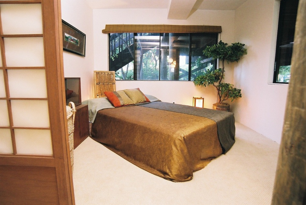 Downstairs Bedroom 1.jpg